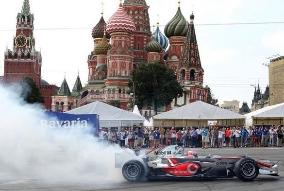 Формула-1 у стен Кремля, показательные выступления гонщиков