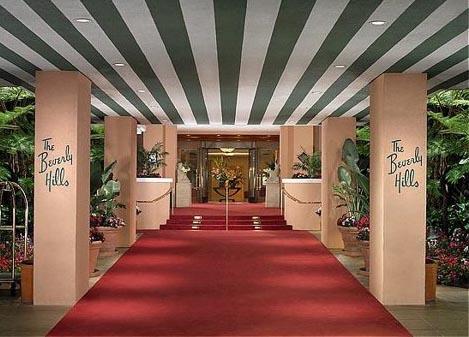 The Beverly Hills Hotel предлагает романтический летний отдых