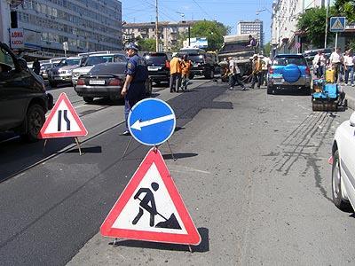 На дорогах Владивостока продолжается ямочный ремонт